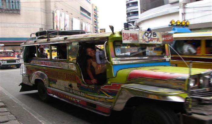 original jeepney et sourir de la crèmiaire .