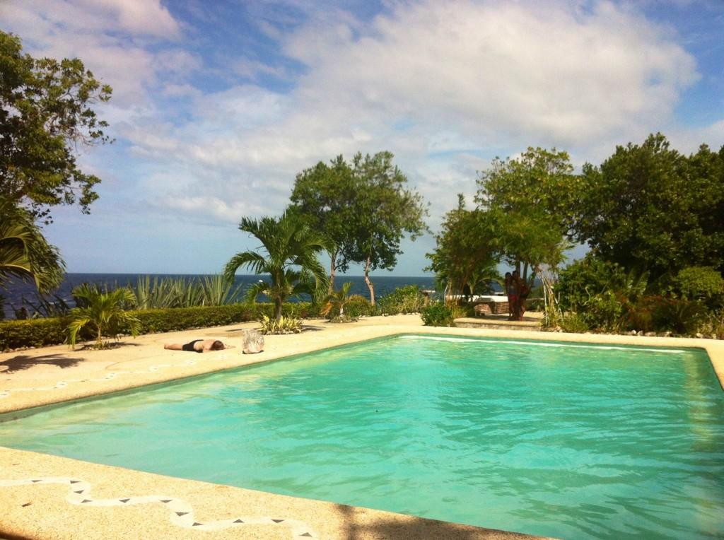 GRANADA-BEACH-RESORT-swimming-pool