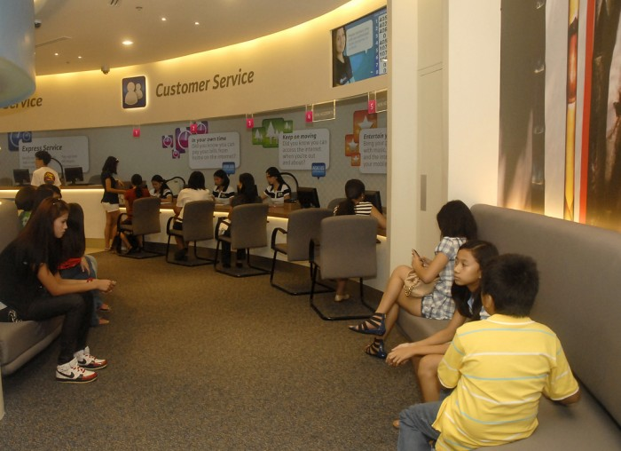 Customer Service Area in Globe Flagship Store GB4