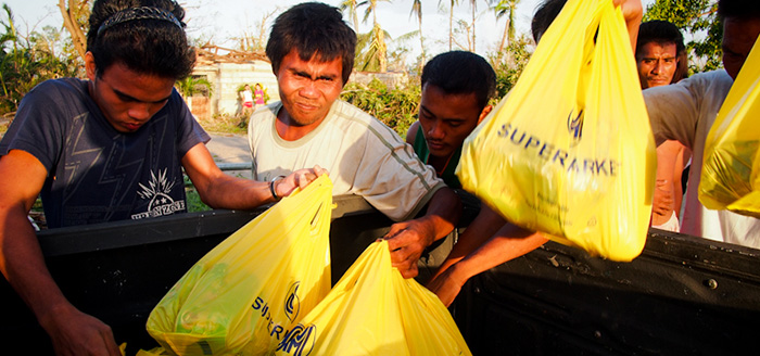 helpout-the-victims-from-yolanda