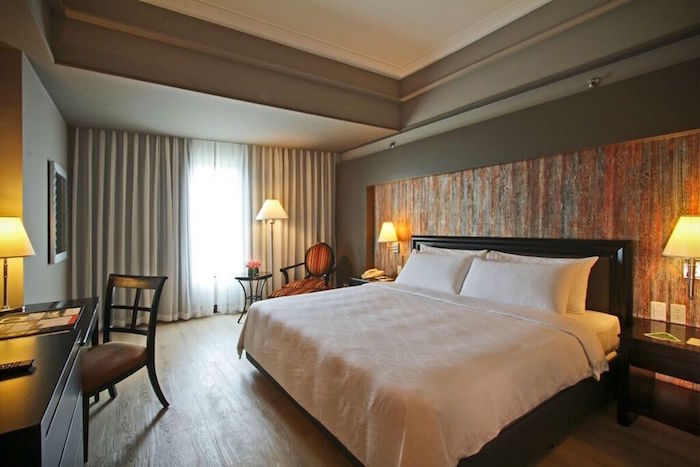 main-wing-deluxe-room